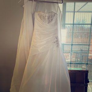 NWT Size 4 David's Bridal Wedding Dress
